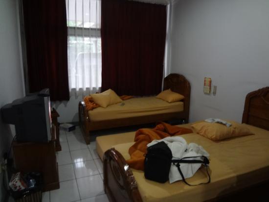 Lingga Hotel: Kamar cukup sempit