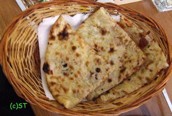 Shiraz Indian Restaurant walton street: Naan