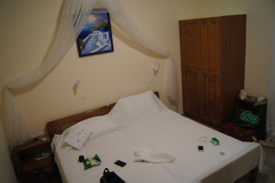 Villa Nikos Kamari: camera da letto