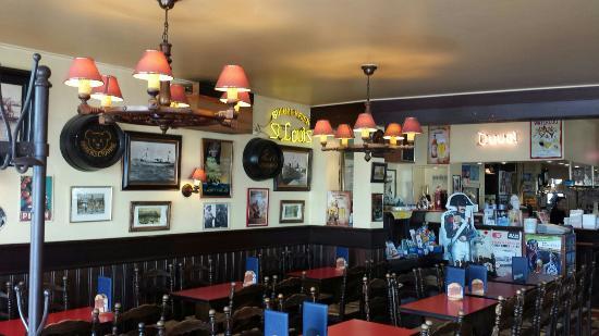 Hotel Rubens : Great hotel pub.