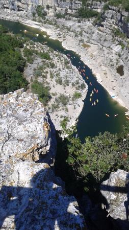 Gorges de l'Ardèche: Point de vue sur l'autoroute des canoës !