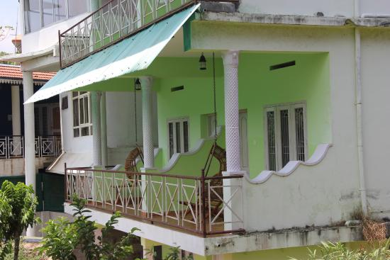 Wild View Home Stay: balcony