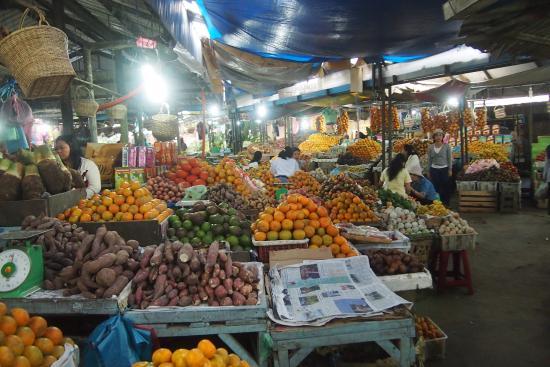 Berastagi, Endonezya: แผงขายผลไม้อื่นๆ