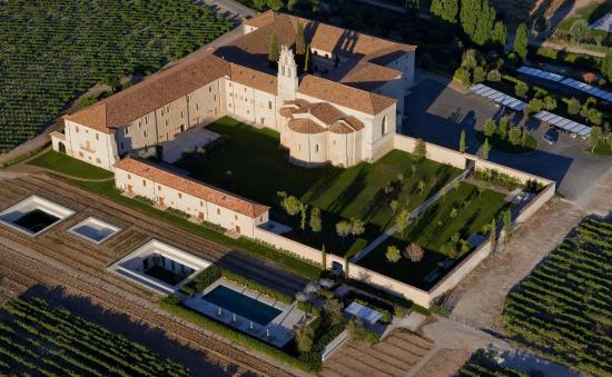 Hotel Abadia Retuerta Le Domaine: Vista aerea Abadia y Santuario