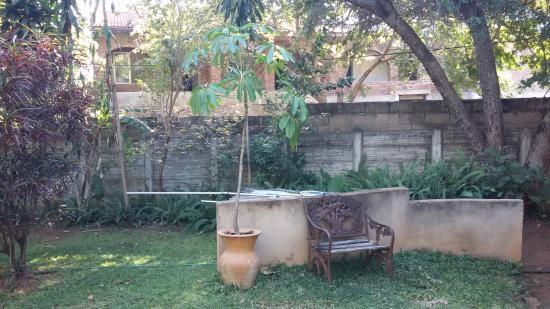 Lorries Bed and Breakfast: The garden