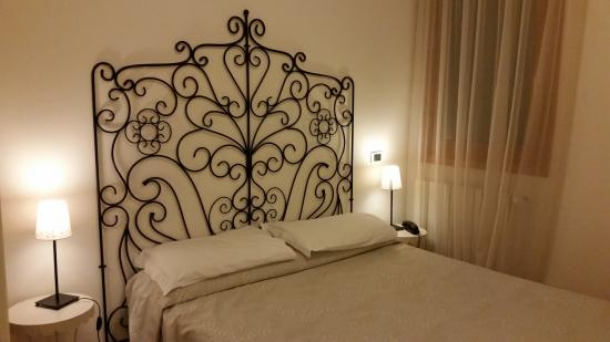Guest room at Hotel Antigo Trovatore