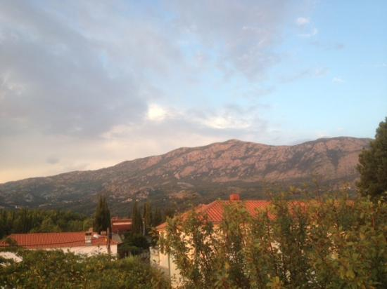 Konavle, Kroatië: View across mountains from Villa Milicic