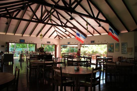 Borneo Divers Mabul Resort: Dining area