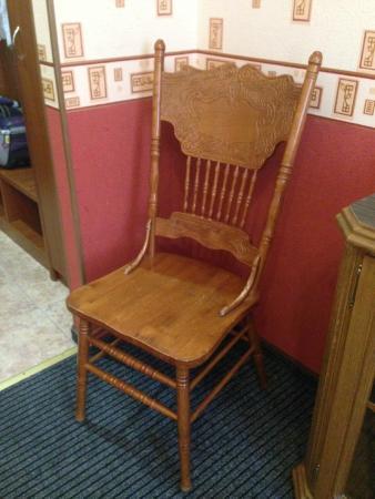 Hotel Regina: Антикварный стул в номере