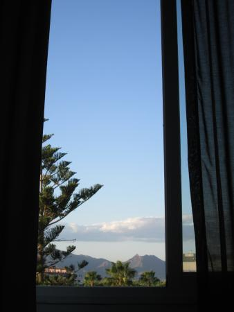 Hotel Port Azahar: Vista da una finestra dalla camera (l'altra è sul mare / porto)