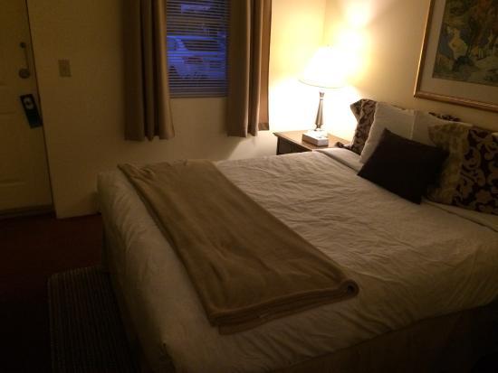 Waterfront Garden Suites: bedroom