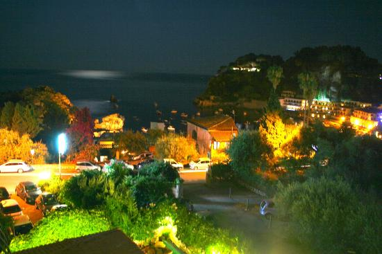 Ipanema Hotel: The view of the bay from the Ipanema at night