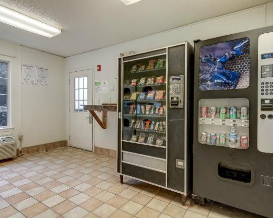 Studio 6 Atlanta Northlake : Vending