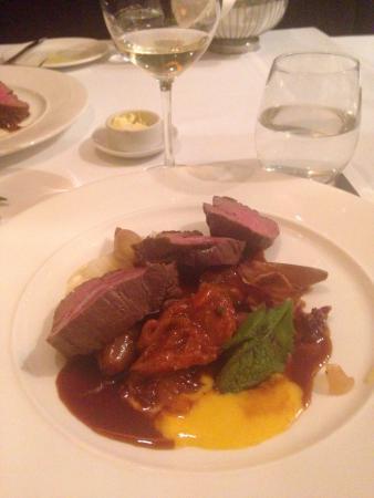 MOSAIQ Restaurant & Wine Lounge