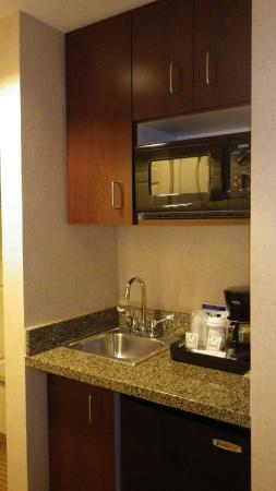 Holiday Inn Express Hotel & Suites Porterville: In need of refreshment