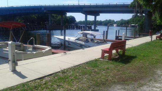 Astor Bridge Marina and Hotel : Boat parking is great