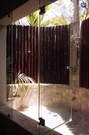 Playa Cielo Open Air Showers