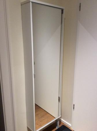 Hotel Deutsche Eiche : Sapateira-espelho no hall do apto 68