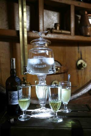 Ibis Budget Pontarlier: L'absinthe (Crédit photo : Distillerie GUY)