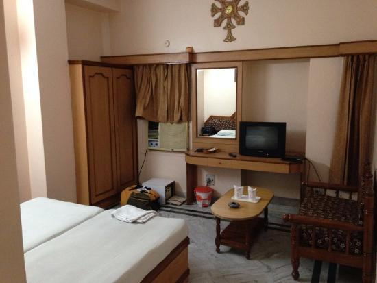 Hotel Surbhi Palace: Room view from the entrance