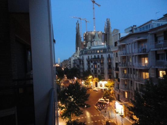 Apartaments Marina : View of Sagreda Familia from Marina Apartments balcony