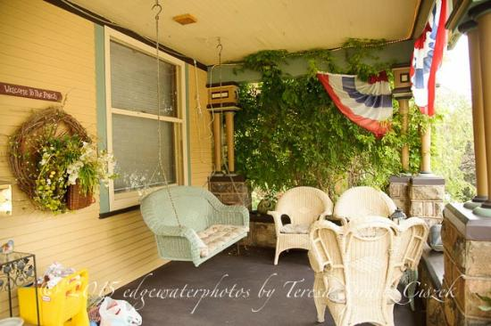 The Queen - A Victorian Bed and Breakfast: front porch