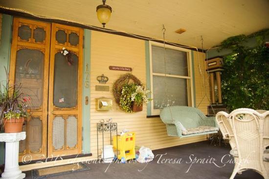 The Queen - A Victorian Bed and Breakfast: front door