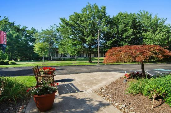 Red Roof Inn Cleveland - Westlake: Exterior Grounds