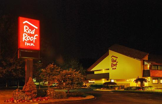 Red Roof Inn Cleveland - Westlake: Exterior Night