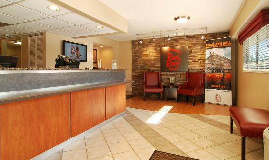 Red Roof Inn Cleveland - Westlake: Front Desk