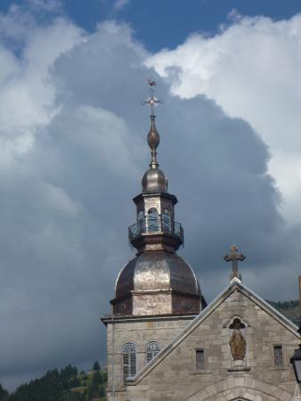 Hotel Le Vermont: le clochet à bulbe du Gd Bornand