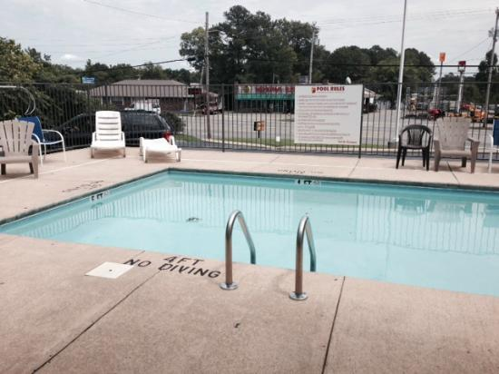 Super 8 FT. Oglethorpe GA/Chatt TN Area: Pool