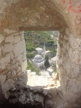 Pocitelj: Vue sur la mosquée depuis le château