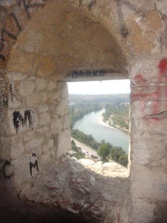 Pocitelj: Vue de la Neretva depuis le château