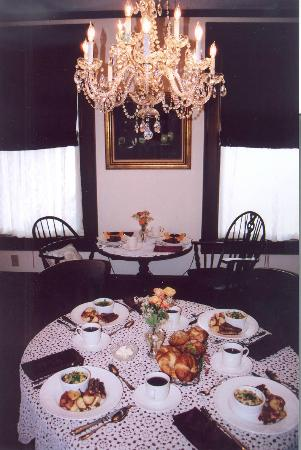 ‪‪Manheim Manor Victorian Bed and Breakfast‬: Dining room‬