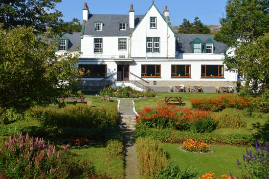 Harris Hotel With The Walled Garden In Full Bloom