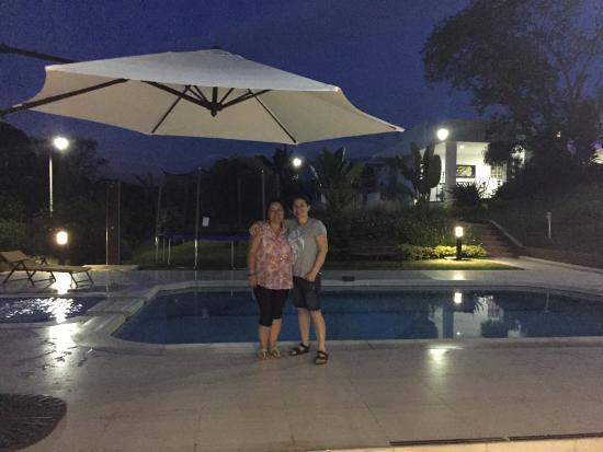 Merchu Spa : Enjoying the evening next to the pool