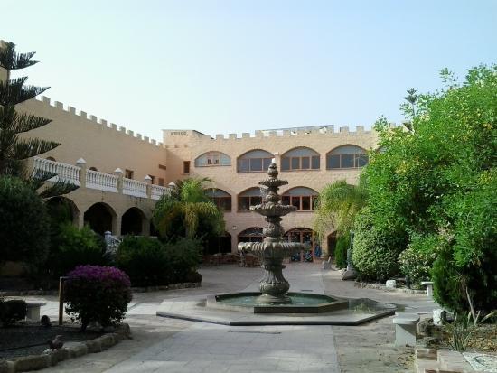 Hotel Plaza Del Castillo: a dentro muy tranquilo se puede tomar algo