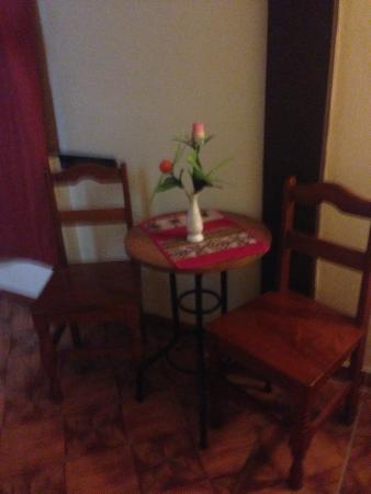 Condor Palace Hostal: mesa