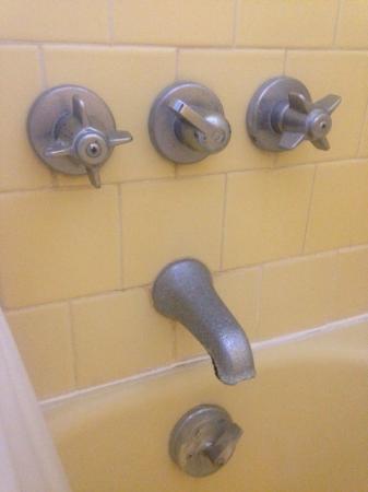 Alton Motel: .....