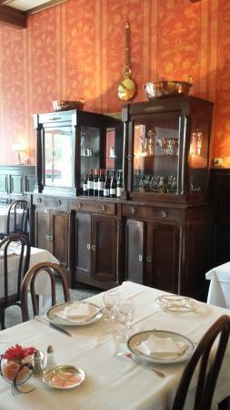 restaurant brasserie la vigne rouge dans lodeve avec cuisine fran aise. Black Bedroom Furniture Sets. Home Design Ideas