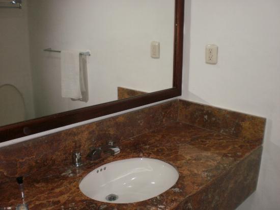 Hotel Costa Maya Inn: Lavabo