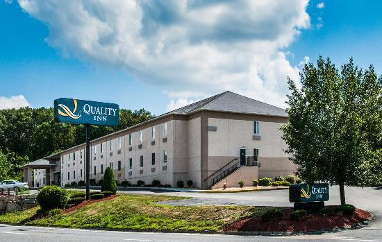 Quality Inn Milford: Our side of Hotal