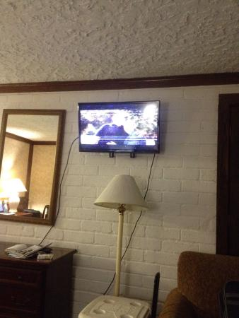 Edelweiss Inn: Nasty crap on the sheets! TV cut in and out due to short in wiring! This is the worst place I ha