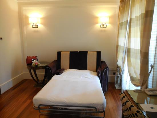 Picture of una hotel roma rome for Sofa bed hotel
