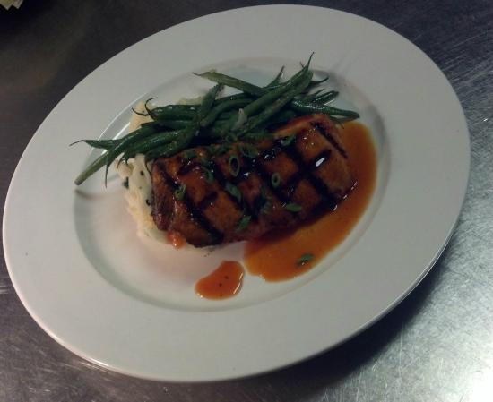 Black Mountain Ale House: BBQ Salmon Feature