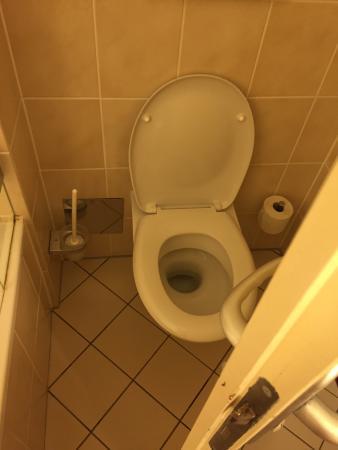 Arthotel ANA im Olympiapark: Этот отель не тянет даже на одну звезду. Отель без кондиционера