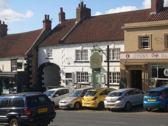 George & Dragon Hotel: the hotel from across the road