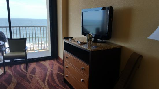 Comfort Inn & Suites Virginia Beach - Oceanfront: 2nd room with tv and couch pull out bed
