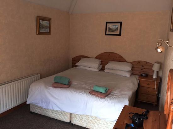 sehr kleines schlafzimmer leselampen unbrauchbar bild. Black Bedroom Furniture Sets. Home Design Ideas